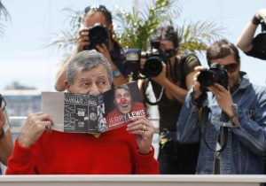 epa03713242 US actor Jerry Lewis poses during the photocall for 'Max Rose' at the 66th annual Cannes Film Festival in Cannes, France, 23 May 2013. The movie is presented out of competition at the festival which runs from 15 to 26 May. EPA/GUILLAUME HORCAJUELO