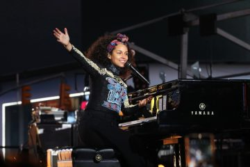alicia-keys-times-square-here