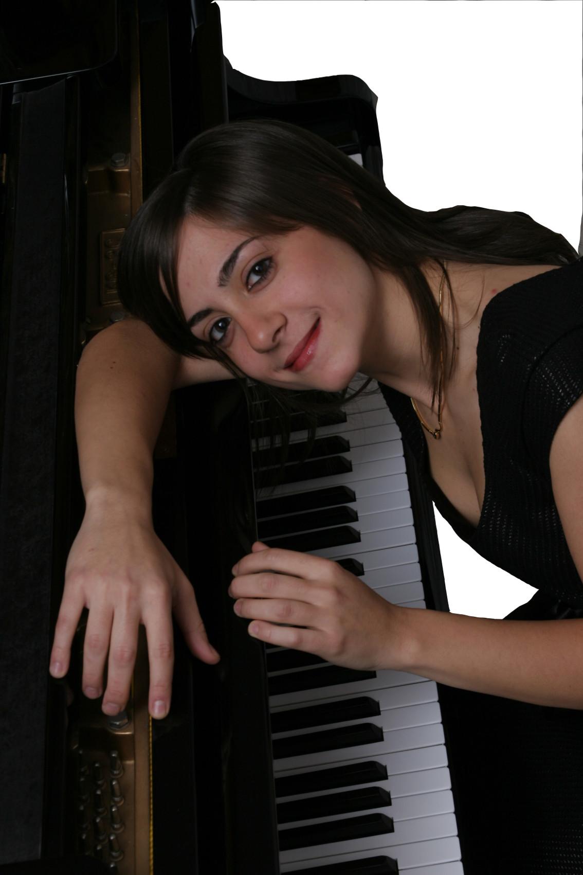 Clelia-Cafiero-al-piano-ver