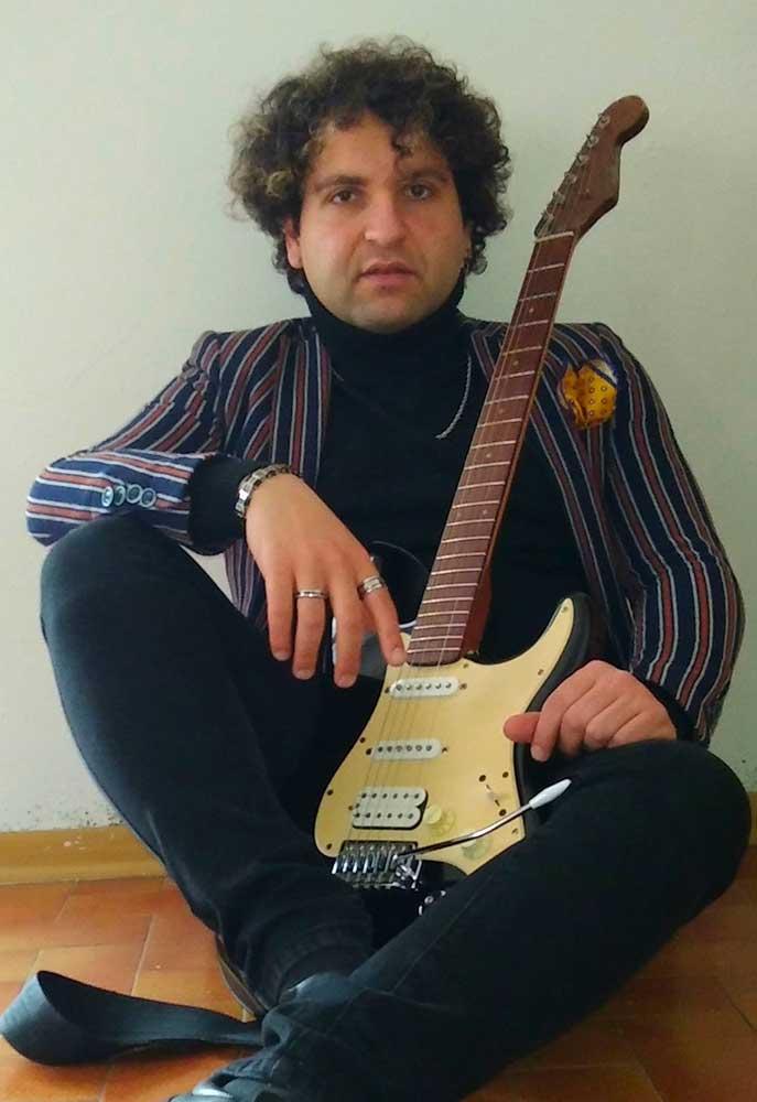 Giuseppe-Doria-chitarrista-della-rock-band-Le-Sensazioni