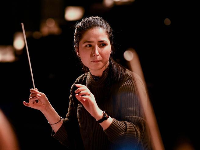Negin Khpalwak prima direttrice d orchestra dell Afghanistan